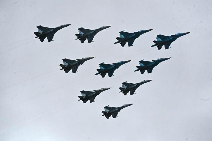 Máy bay chiến đấu Nga suýt không được tham gia duyệt binh vì trời nhiều mây