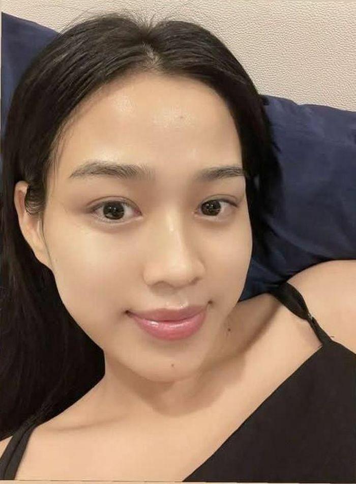 """Hoa hậu Đỗ Thị Hà chứng minh đẳng cấp """"mỹ nhân mặt mộc"""", vừa ngủ dậy vẫn xinh xỉu"""