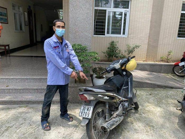 Hà Nội: Tổ tuần tra phòng chống Covid -19 bắt đối tượng trộm cắp xe máy