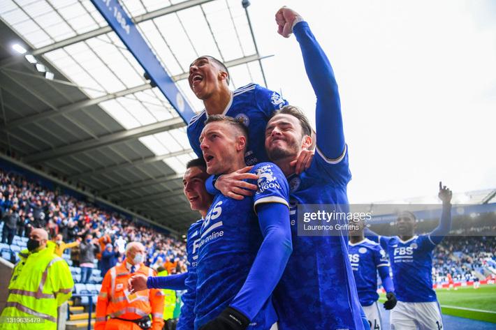 """Nghẹt thở cuộc đua top 4 Premier League: Chelsea lách qua khe cửa hẹp nhờ """"golf thủ Xứ Wales"""""""