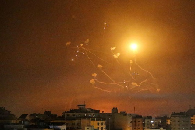 Hứng kỷ lục hơn 3.000 rocket từ Gaza, Israel cảnh báo Hamas trả giá đắt
