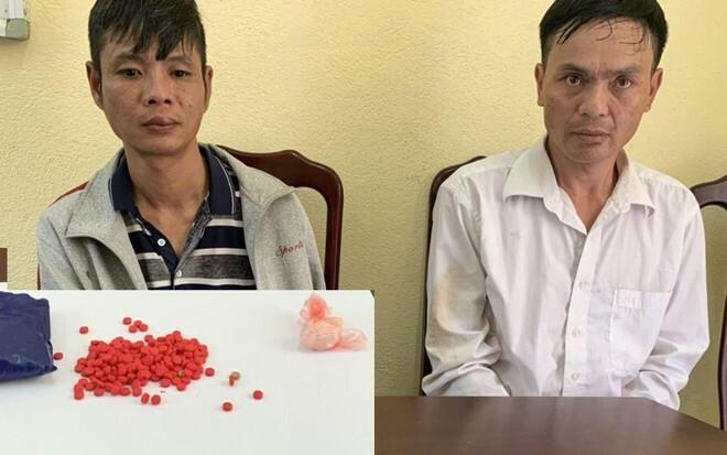 Bắt 2 đối tượng nghiện 'găm' 200 viên ma túy tổng hợp