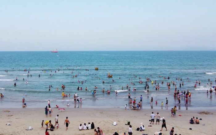 Biển Đà Nẵng chiều cao điểm nghỉ lễ
