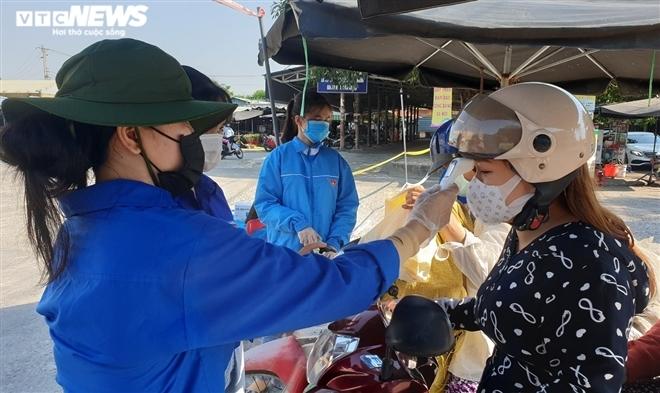 Quảng Nam: Tạm dừng các chợ, hiệu tạp hóa ở thôn có ca nghi mắc COVID-19