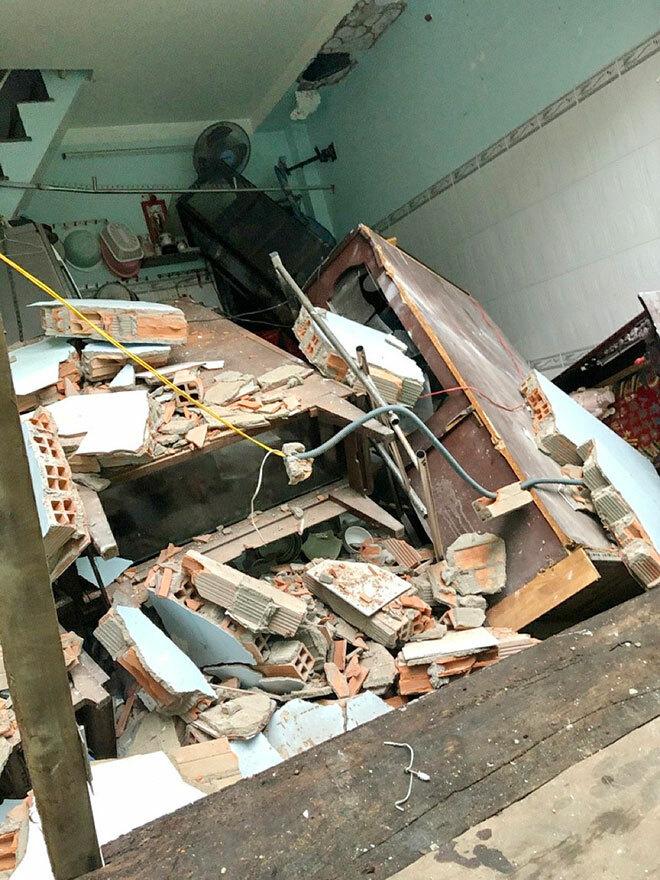 2 căn nhà ở Sài Gòn bất ngờ đổ sập, nhiều người tháo chạy thoát thân