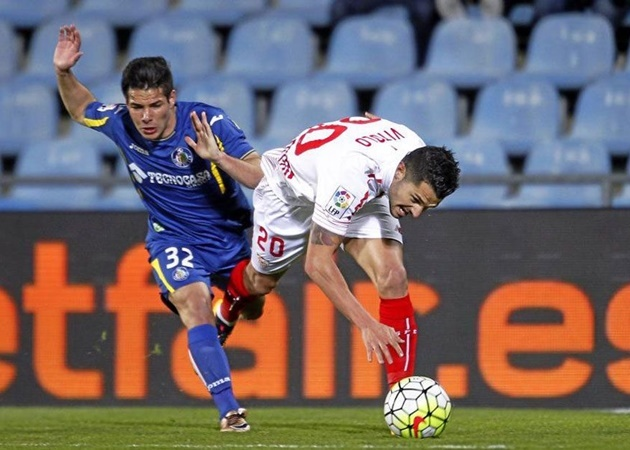 """Emi Buendia: Giấc mơ đá cạnh Messi và """"ảo thuật gia"""" mới của EPL"""