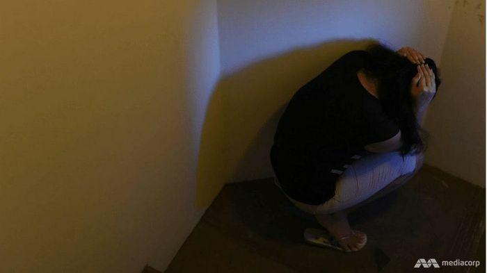 Bắt người giúp việc ăn tóc, một phụ nữ Singapore nhận án tù