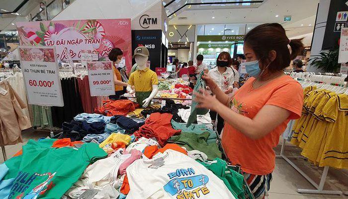 Tổng mức bán lẻ hàng hóa và doanh thu dịch vụ tiêu dùng tháng 4 tăng gần 31%