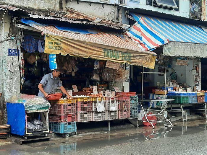 Nhiều chợ cóc, chợ tạm ở TP HCM lơ là phòng dịch COVID-19