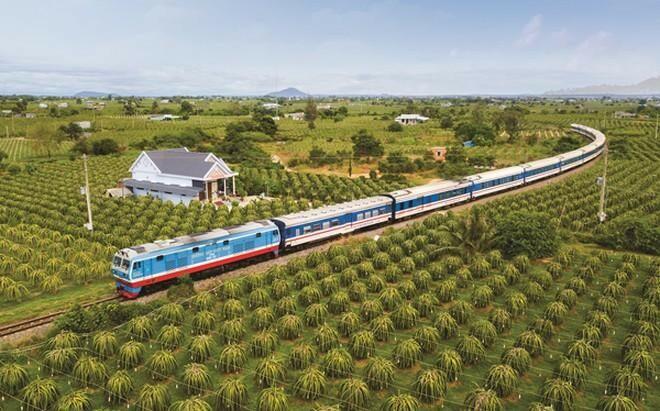 """Thủ tướng yêu cầu """"rót"""" vốn gấp cho đường sắt Việt Nam"""