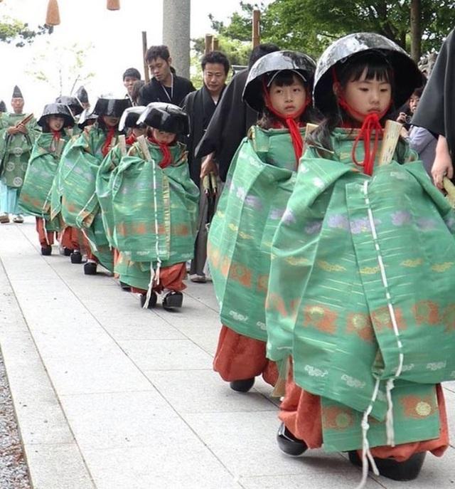Tháng 5 đến tỉnh Shiga dự lễ hội đội nồi để cầu may