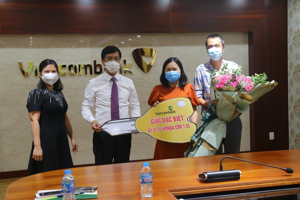 """Vietcombank Kỳ Đồng trao thưởng chương trình khuyến mại """"Quà tưng bừng – Mừng sinh nhật lớn"""""""