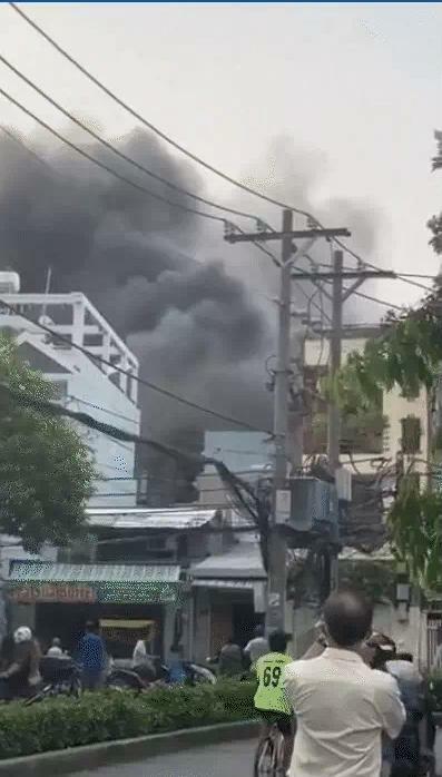 Vụ cháy làm 7 người tử vong ở TP.HCM: 'Lửa hừng hực không vào cứu được'