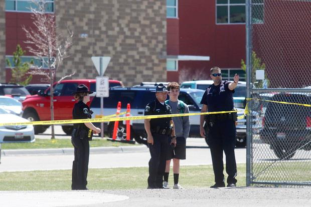 Nữ sinh lớp 6 mang súng bắn bạn học và bảo vệ khiến toàn trường náo loạn, học sinh la hét bỏ chạy, cảnh sát vào cuộc điều tra