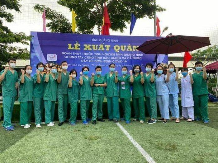Quảng Ninh cử 200 nhân viên y tế giúp Bắc Giang chống dịch