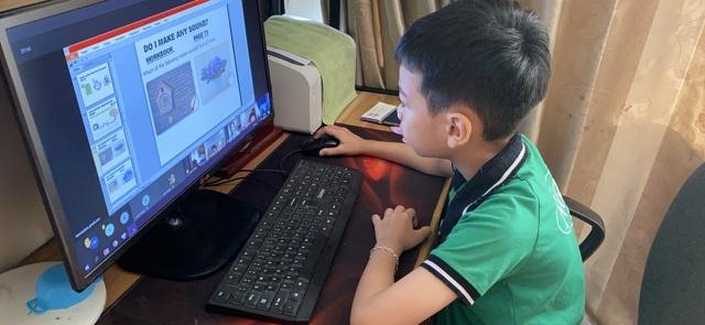 Phụ huynh và muôn ngàn nỗi lo với phương án kiểm tra học kỳ trực tuyến