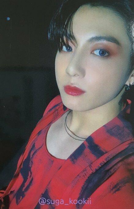 Jung Kook trong photobook: Đẹp như 'búp bê sứ' hay giống 'diễn tuồng'?