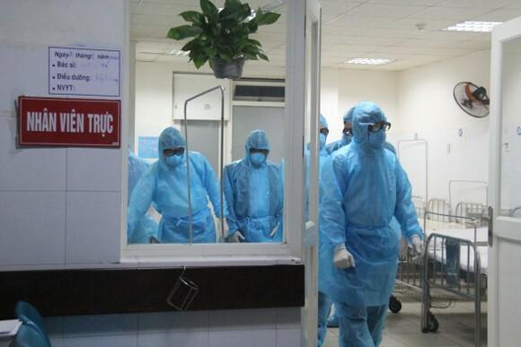 Khẩn cấp truy vết các trường hợp liên quan đến chuyên gia nước ngoài mắc COVID-19