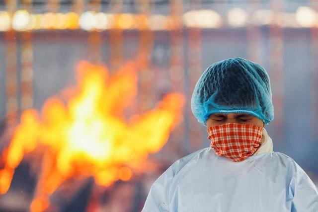 Ấn Độ có ngày chết chóc nhất đại dịch, phát hiện biến chủng độc lực mạnh