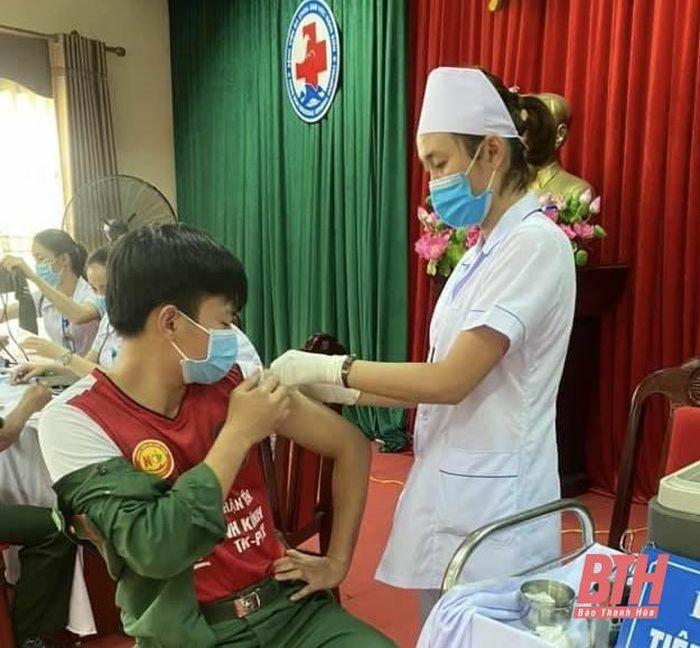 Thị xã Nghi Sơn có 1.860 người được tiêm vắc – xin phòng COVID-19 trong đợt 1