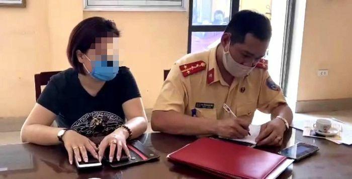 Nữ tài xế lái Innova lùi xe trên cao tốc Hà – Thái Nguyên vì… không biết đường