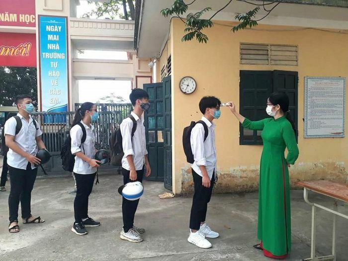 Tuyên Quang: Bảo đảm sức khỏe cho cán bộ, GV, HS khi đi học trở lại