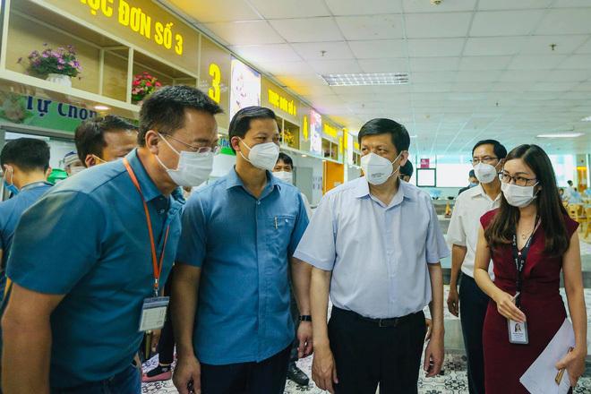 Bộ trưởng Nguyễn Thanh Long: Bắc Giang đang rất vất vả. Biến thể virus lây rất nhanh, chỉ cần môi trường không thông khí thì lập tức thành chùm ca bệnh