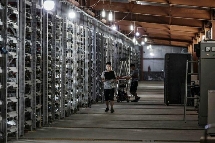 Trung Quốc cấm đào Bitcoin, thị trường lao dốc