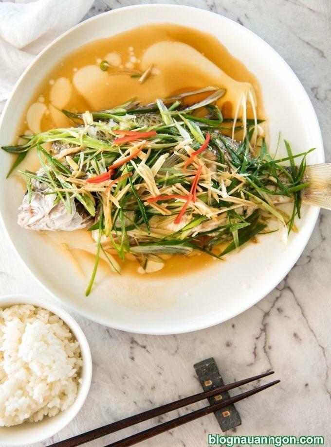 Hướng dẫn cách làm món cá hấp hành gừng kiểu mới vừa nhanh vừa ngon, không bị tanh!