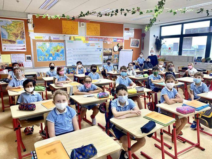 Nỗi đau của học sinh Pháp khi tới trường giữa đại dịch COVID-19