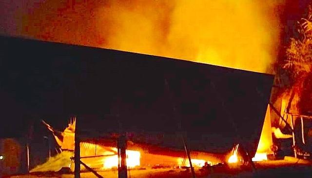 Nhà sàn mới dựng của chủ tịch hội nông dân cháy rụi thành tro