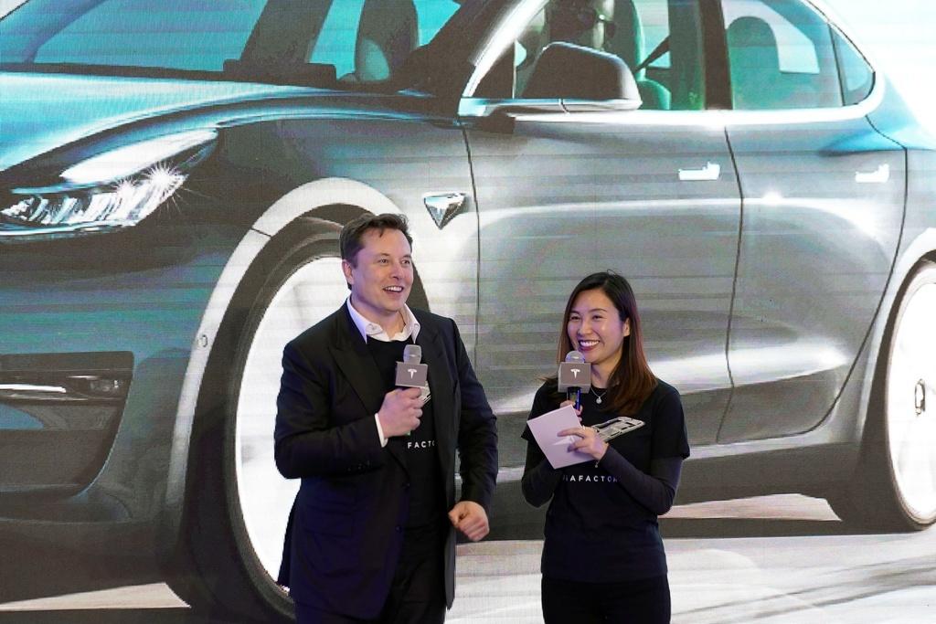 Doanh số sụt giảm, Tesla tìm cách 'lấy lòng' Trung Quốc
