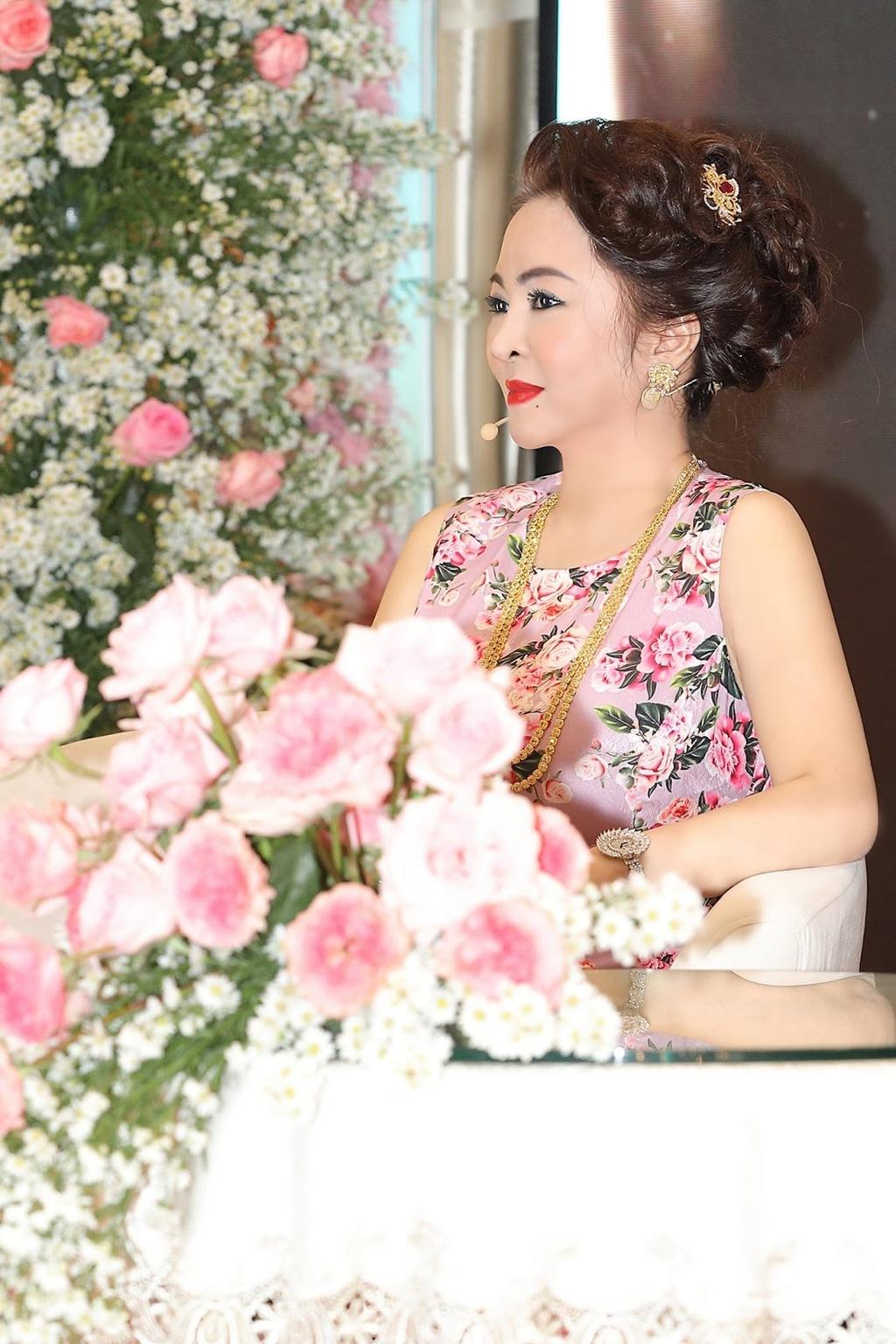 NÓNG: Vợ cũ ông Dũng 'lò vôi' dùng tài khoản ảo vạch trần bà Nguyễn Phương Hằng? - ảnh 1