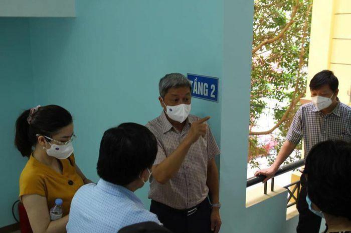 Lấy mẫu test nhanh thí điểm cho 200 công nhân tại Bắc Giang