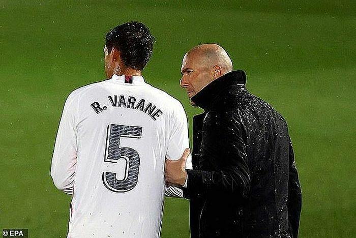 HLV Zidane lấp lửng khả năng rời Real