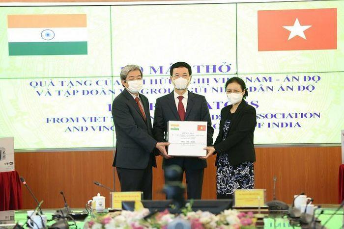 Hội hữu nghị Việt Nam – Ấn Độ chia sẻ khó khăn với người dân Ấn Độ