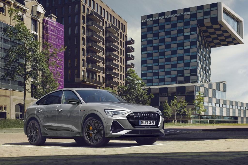 Audi e-tron có thêm phiên bản đặc biệt, giá khởi điểm hơn 97.000 USD