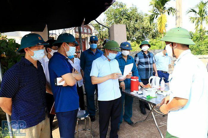 Bắc Giang: Phê bình Chủ tịch huyện vì để lọt một trường hợp F1