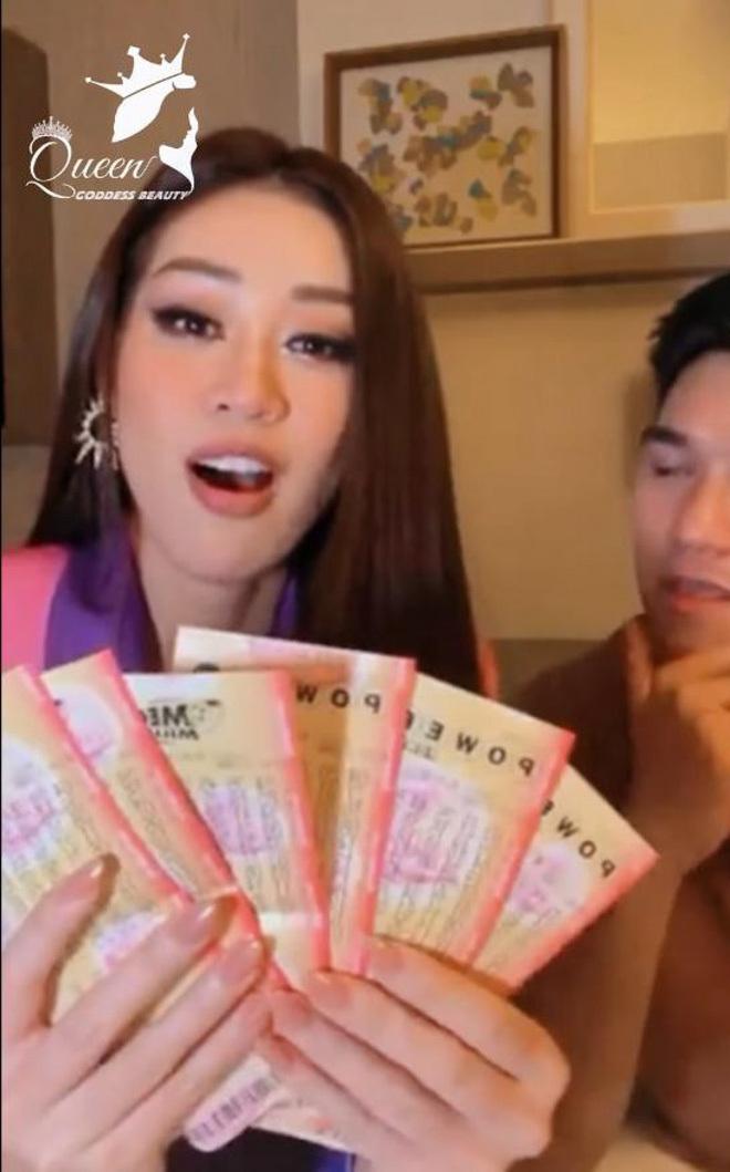 """""""Khánh Vân ơi, rớt top 10 cũng đừng buồn, trước khi về nhớ mua vé số nha!"""""""
