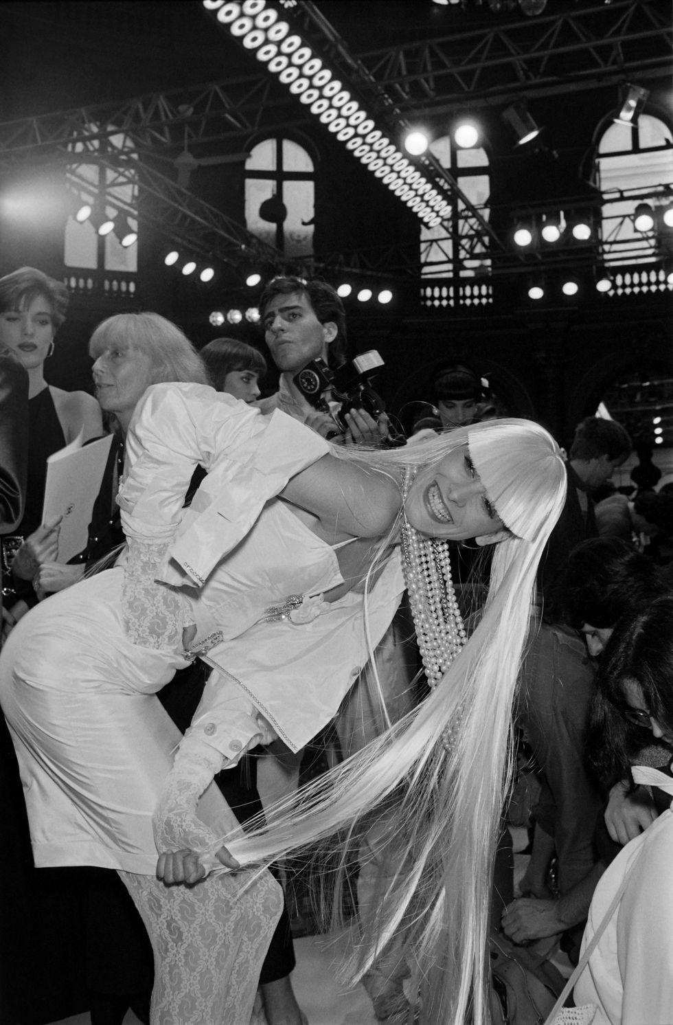 Những chiếc váy cưới phá vỡ truyền thống của các nhà thiết kế danh tiếng