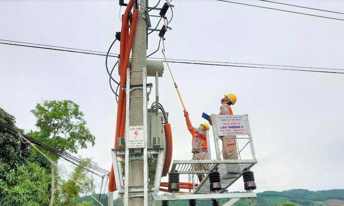 Đóng điện 3 trạm biến áp chống quá tải