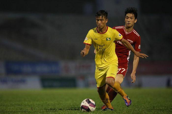 Cầu thủ SLNA thành F2, vòng 13 V-League 2021 buộc phải tạm hoãn