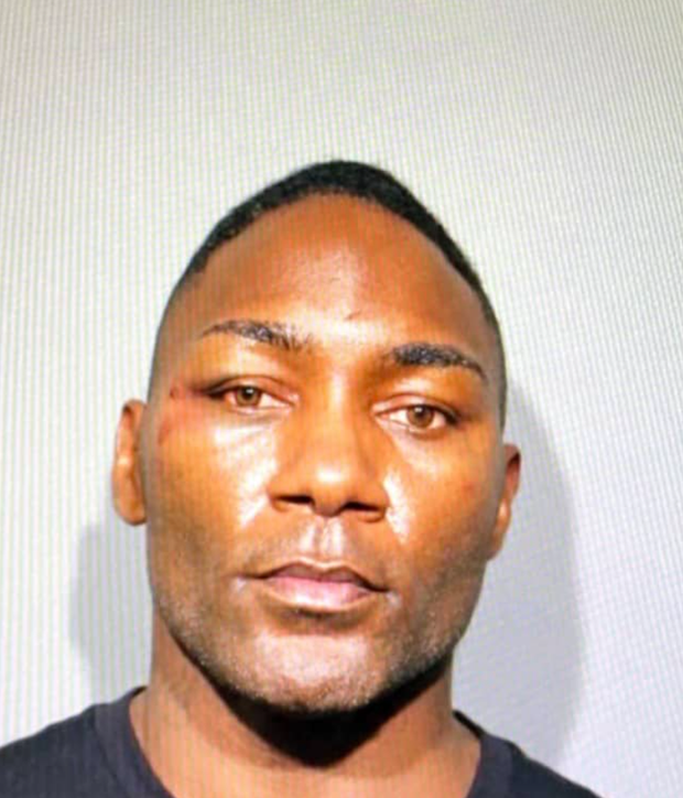 """Đang say sưa tại sòng bạc, võ sĩ nổi tiếng bị cảnh sát bắt gọn vì cáo buộc """"ăn cắp danh tính"""""""