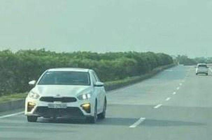 Xử phạt tài xế đi ngược chiều trên cao tốc