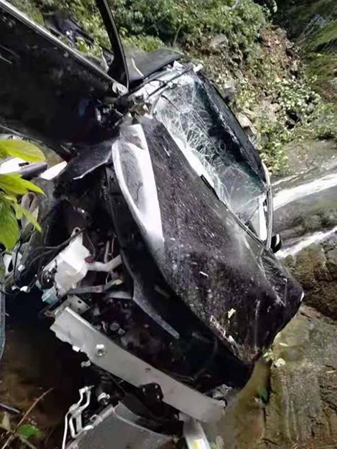 """Beijing X7 rơi xuống vực nát bét, hành khách không chết: """"Phận buồn"""" của chiếc xe Trung Quốc"""