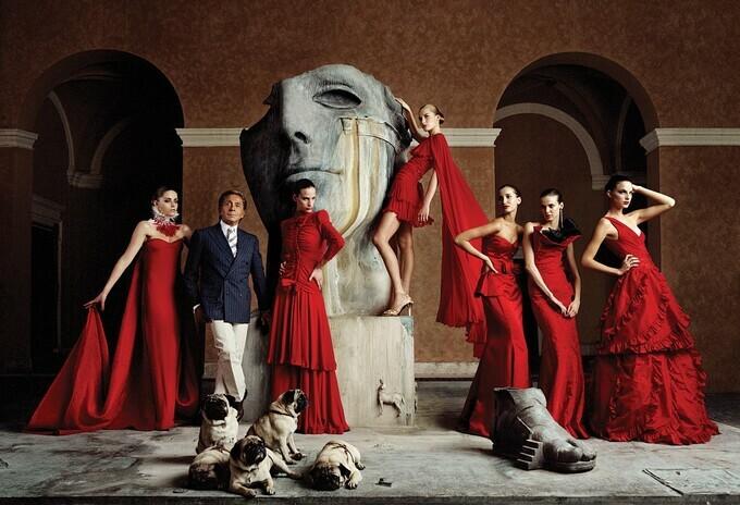 Valentino – ông hoàng váy đỏ
