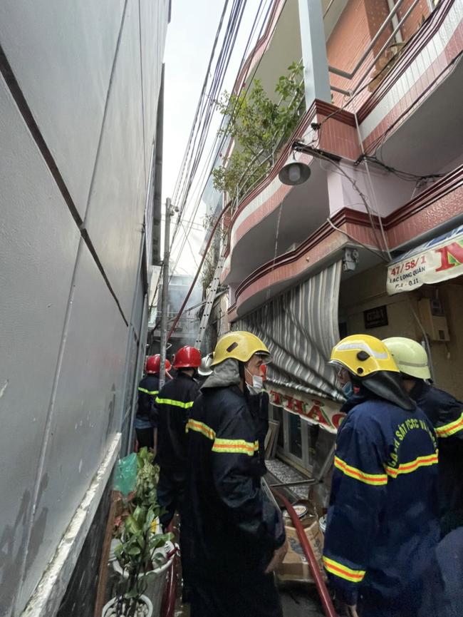 KINH HOÀNG: 8 người chết thảm trong căn nhà bốc cháy ở quận 11, TP.HCM