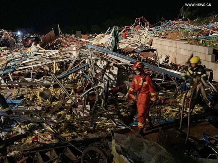 """Lốc xoáy """"xé toạc"""" thành phố Vũ Hán ở Trung Quốc; con số nạn nhân lên tới hàng trăm người"""