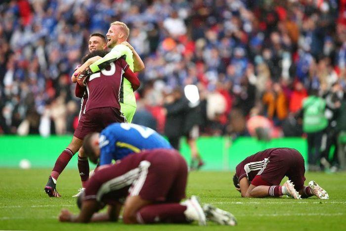 Leicester vỡ òa cảm xúc khi vô địch FA Cup