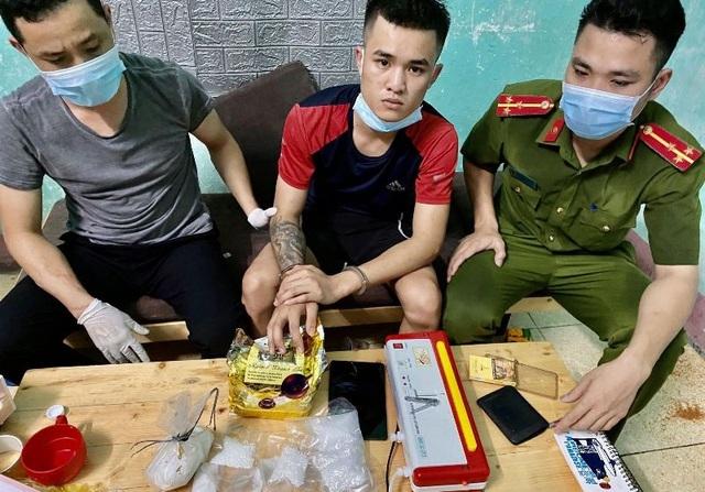 Tội phạm ma túy thả nhiều chó dữ tấn công công an